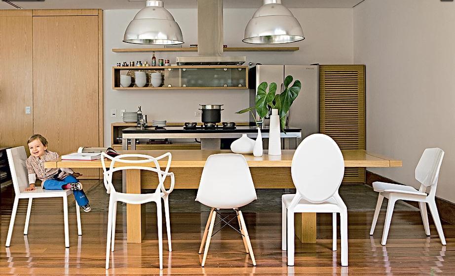 decoracao de interiores cozinha rustica:dão mais graça ao móvel de madeira clara. Projeto de Vanessa Féres