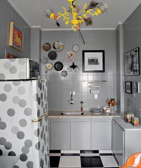 decoracao de interiores mogi das cruzes:virou uma obra de arte divertida na cozinha com pássaros e penas de