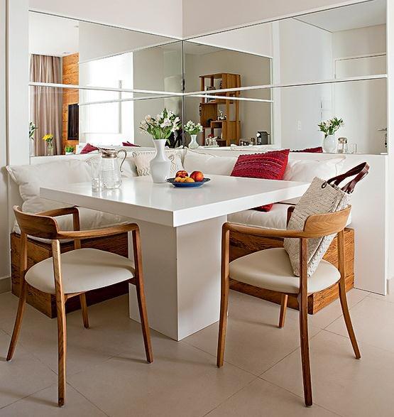 decoracao de interiores mogi das cruzes:na sala de jantar o sofá em l faz as vezes de cadeiras com muito mais