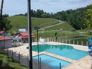 piscina rural Itapeti