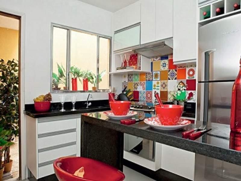 cozinhas duas cozinhas pequenas e branquinhas!